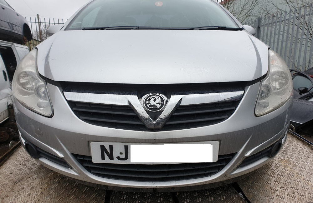 Vauxhall Corsa D CDTI breaking parts spares Z157 Silver