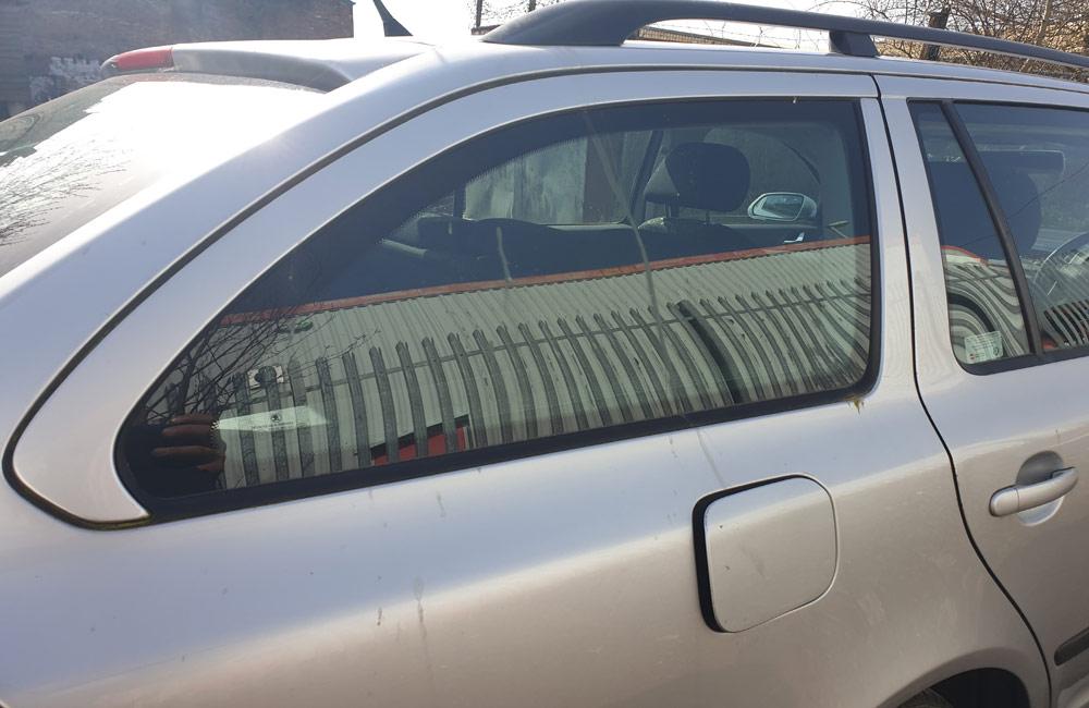 Skoda Octavia Ambiente TDI Quarter window glass driver side rear